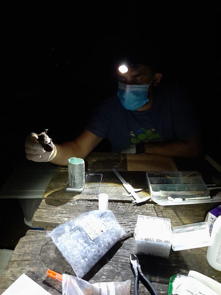 Processamento de indivíduos para identificação, recolha de biometrias e amostras biológicas. Foto: Ricardo Rocha